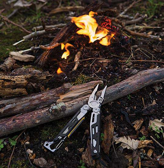 Leatherman-Signal-by-fire